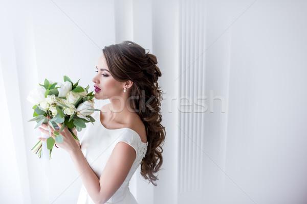 Atractiv mireasă rochie de culoare alba femeie nuntă Imagine de stoc © LightFieldStudios