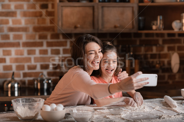 Feliz madre hija harina caras toma Foto stock © LightFieldStudios