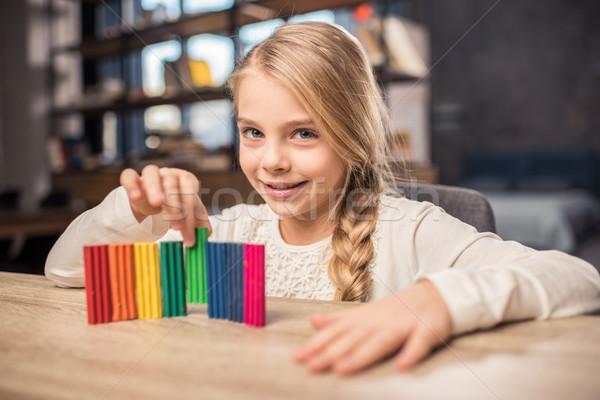Stockfoto: Meisje · spelen · cute · kleurrijk · glimlachend · camera