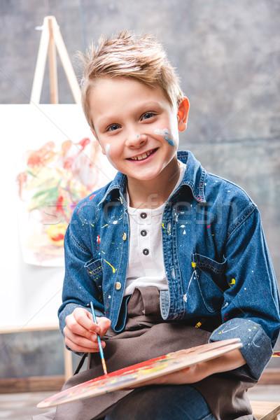 Pequeno artista pintura masculino quadro escolas Foto stock © LightFieldStudios