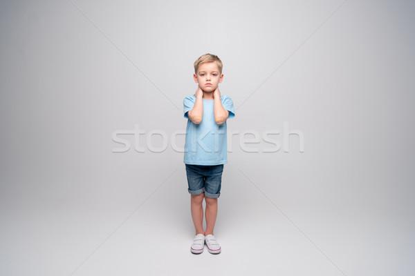 Pequeno menino sério ferido olhando câmera Foto stock © LightFieldStudios