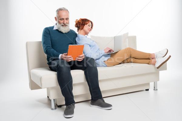 пару используя ноутбук цифровой таблетка улыбаясь зрелый Сток-фото © LightFieldStudios