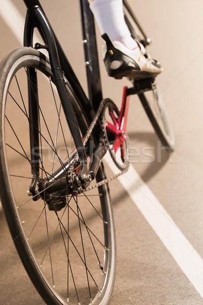 Bisikletçi binicilik bisiklet devir yarış pisti görmek Stok fotoğraf © LightFieldStudios