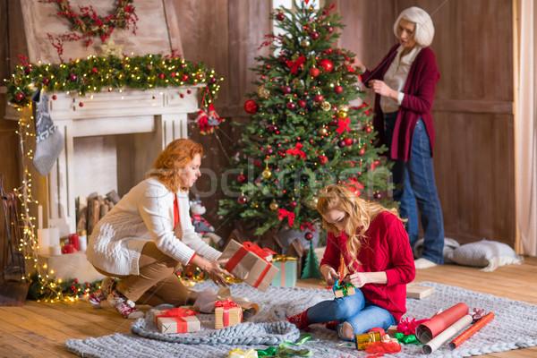 Család csomagolás ajándékdobozok karácsonyfa boldog anya Stock fotó © LightFieldStudios