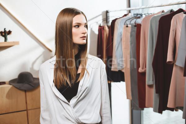 Menina escolher roupa boutique belo elegante Foto stock © LightFieldStudios