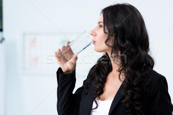 Trinkwasser Seitenansicht jungen Geschäftsfrau Schönheit arbeiten Stock foto © LightFieldStudios
