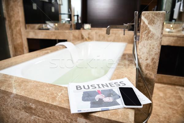 Negócio jornal banheira quarto de hotel notícia leitura Foto stock © LightFieldStudios