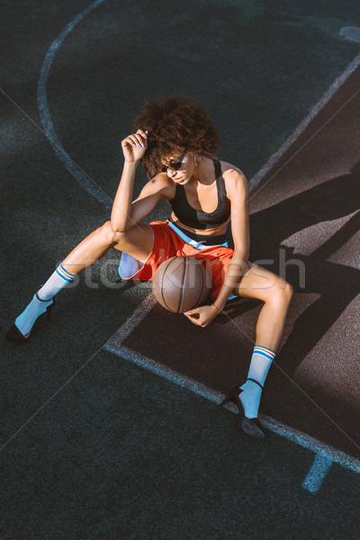 Mulher esportes tribunal basquetebol jovem Foto stock © LightFieldStudios