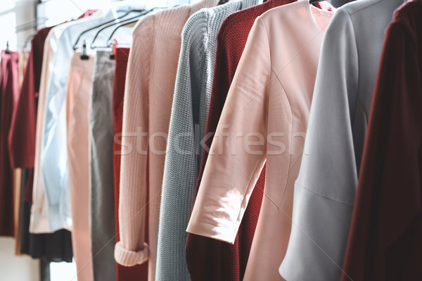 Vestiti boutique diverso impiccagione shop Foto d'archivio © LightFieldStudios