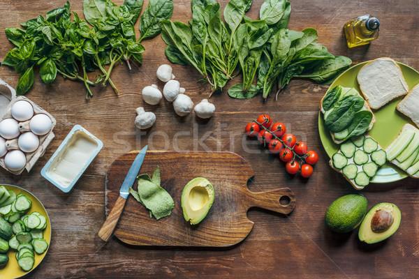 Fraîches avocat planche à découper ingrédients cuisson Photo stock © LightFieldStudios