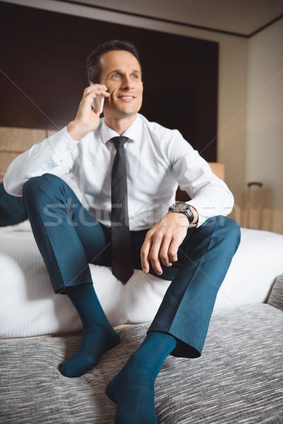 Stockfoto: Zakenman · bed · praten · telefoon · glimlachend · formeel