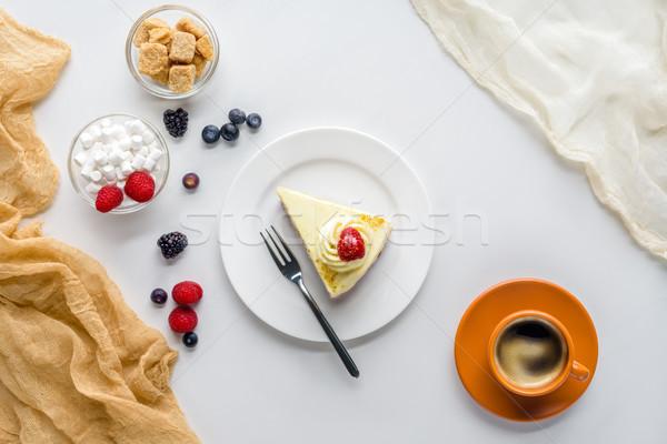 Felső kilátás darab nyami torta bogyók Stock fotó © LightFieldStudios
