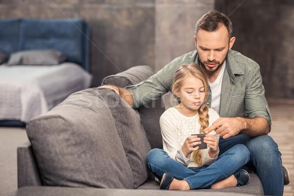 Père fille jouer cube pensive canapé Photo stock © LightFieldStudios