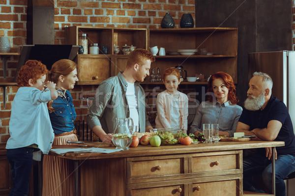 Familie koken diner samen keuken home Stockfoto © LightFieldStudios
