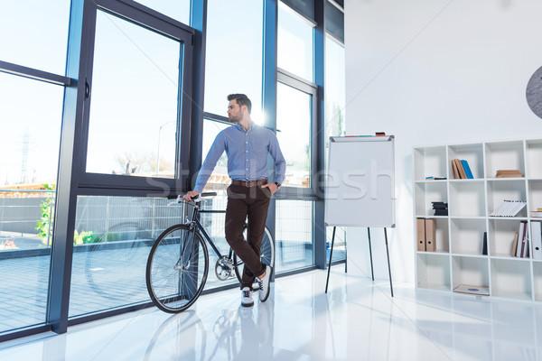 Işadamı bisiklet ofis tam uzunlukta görmek yakışıklı Stok fotoğraf © LightFieldStudios