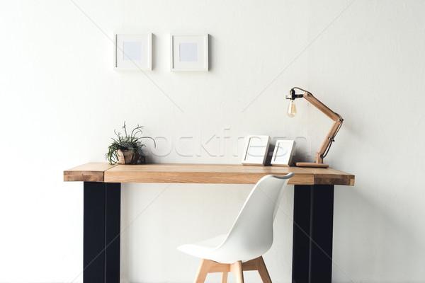 Foto frames opknoping muur werkplek lege Stockfoto © LightFieldStudios