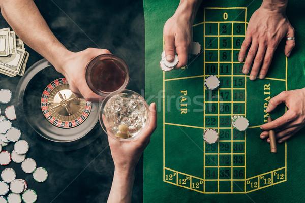 Pessoas bebidas jogar roleta cassino Foto stock © LightFieldStudios