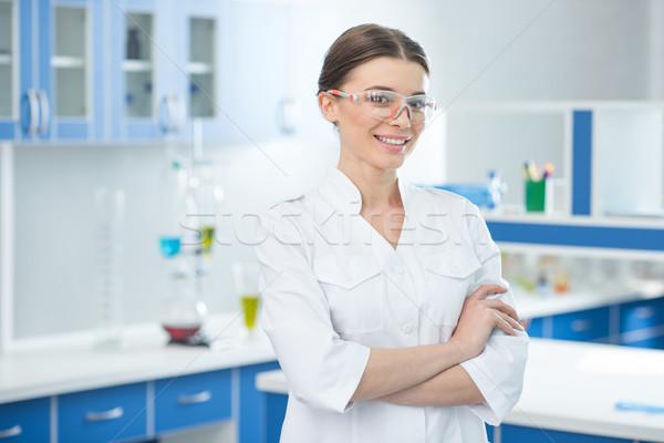 Portre gülen bilim adamı beyaz kat gözlük Stok fotoğraf © LightFieldStudios