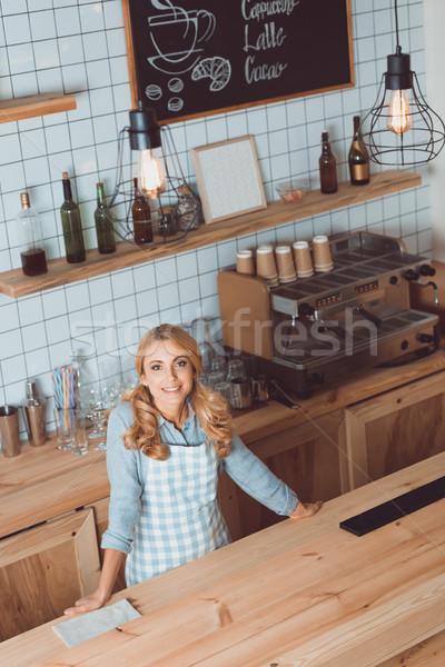 Piękna Kafejka właściciel fartuch widoku Zdjęcia stock © LightFieldStudios