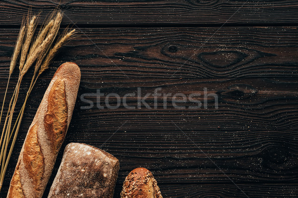 Top brood tarwe houten oppervlak Stockfoto © LightFieldStudios
