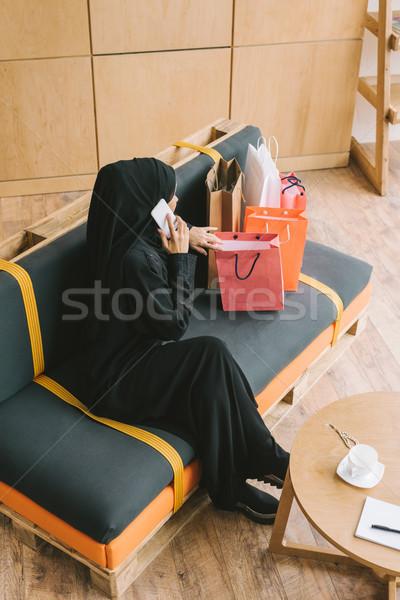 Moslim vrouw praten telefoon Stockfoto © LightFieldStudios