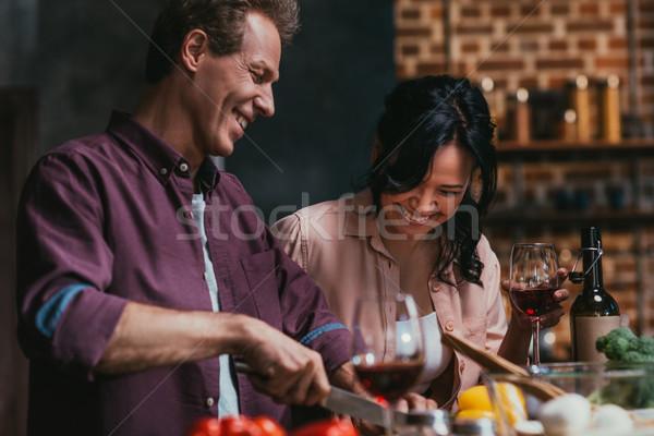 Paar Kochen Abendessen glücklich Stock foto © LightFieldStudios