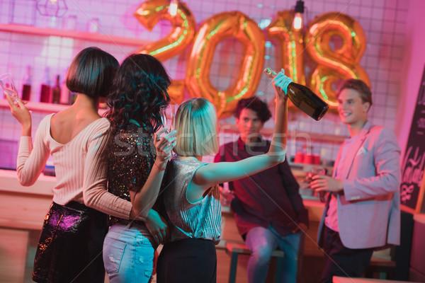 Multikulturális barátok ünnepel új év hátulnézet nők Stock fotó © LightFieldStudios