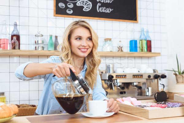 Barista koffie mooie glimlachend jonge Stockfoto © LightFieldStudios