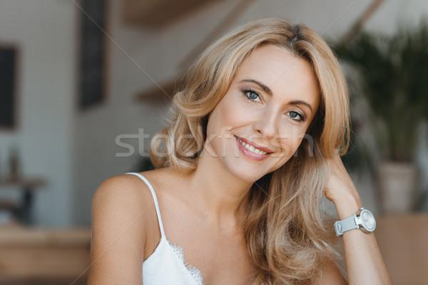 Güzel orta yaşlı kadın portre mutlu gülen kamera Stok fotoğraf © LightFieldStudios