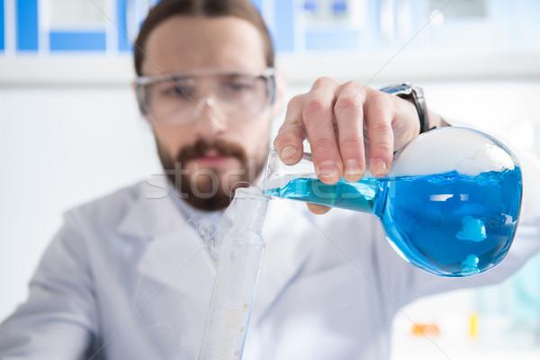 Wetenschapper experiment jonge mannelijke bril Stockfoto © LightFieldStudios