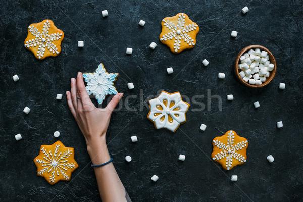 手 ジンジャーブレッド 雪 表示 自家製 黒 ストックフォト © LightFieldStudios