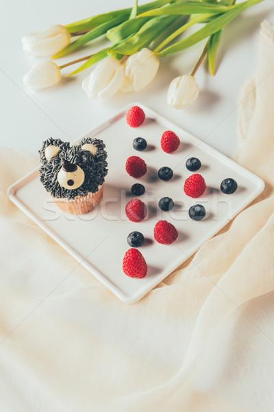 Zoete smakelijk muffin vorm Stockfoto © LightFieldStudios