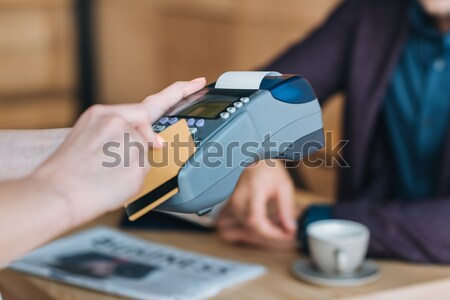 Foto stock: Pessoa · pagamento · ver · garçom · café