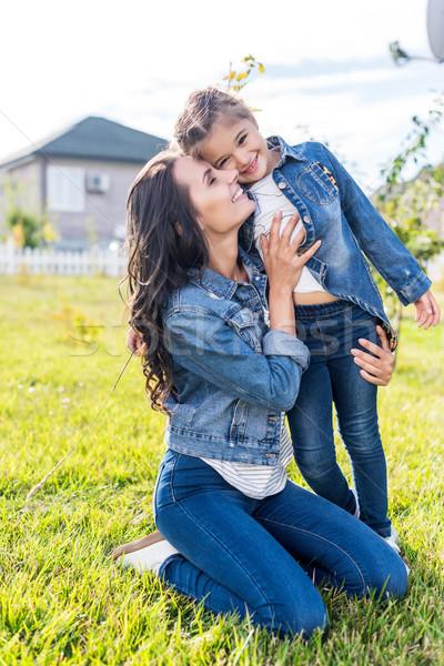 Mãe filha feliz jovem ao ar livre Foto stock © LightFieldStudios