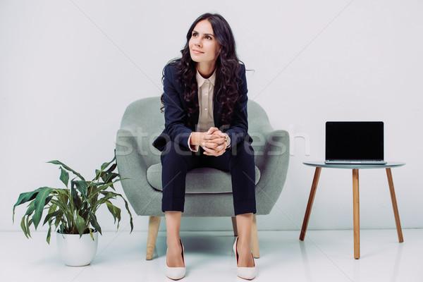 Kobieta interesu posiedzenia fotel zamyślony młodych Zdjęcia stock © LightFieldStudios
