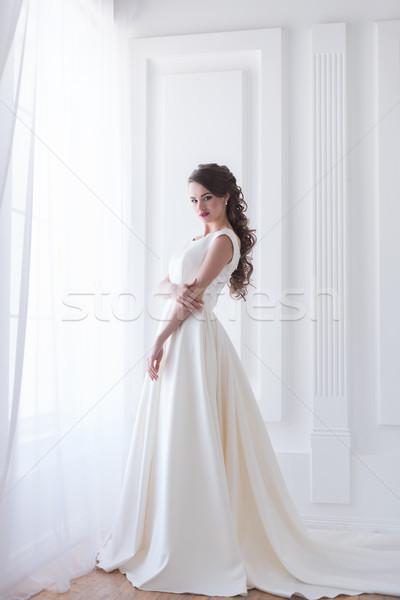 Vonzó barna hajú menyasszony esküvői ruha nő szépség Stock fotó © LightFieldStudios
