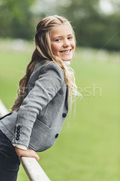 Sorridere bambino adorabile seduta recinzione Foto d'archivio © LightFieldStudios
