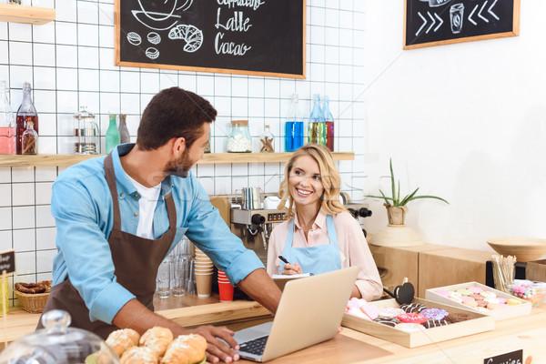кафе используя ноутбук счастливым улыбаясь Сток-фото © LightFieldStudios