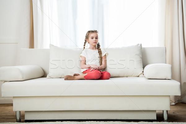 Peinzend meisje vergadering sofa home mooie Stockfoto © LightFieldStudios