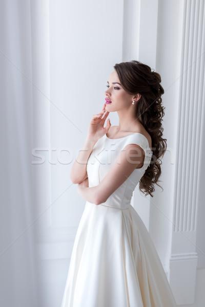 Belo sonhador noiva vestido de noiva mulher casamento Foto stock © LightFieldStudios