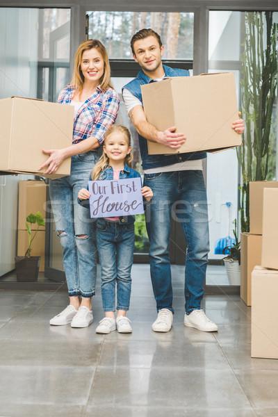Glimlachend ouders dochter boord handen Stockfoto © LightFieldStudios