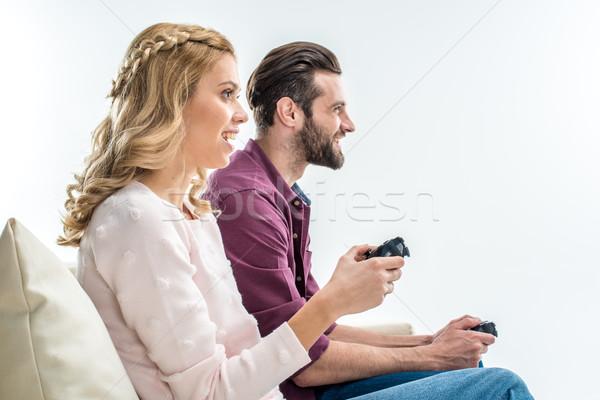 Glimlachend paar spelen vergadering bank Stockfoto © LightFieldStudios