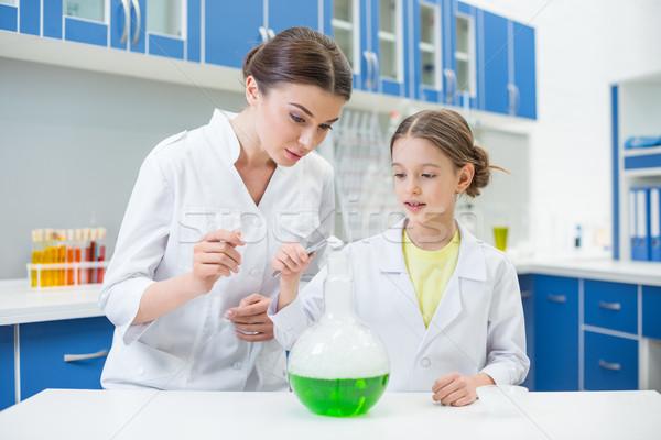 Vrouw leraar meisje student wetenschappers Stockfoto © LightFieldStudios