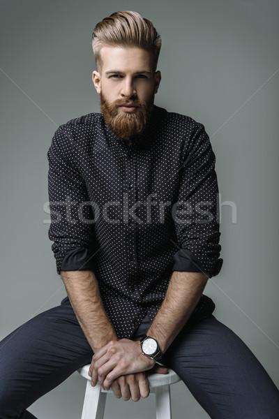 Porträt stylish bärtigen Mann Stuhl grau Stock foto © LightFieldStudios