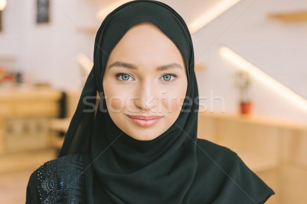 Muszlim nő hidzsáb fiatal gyönyörű néz Stock fotó © LightFieldStudios