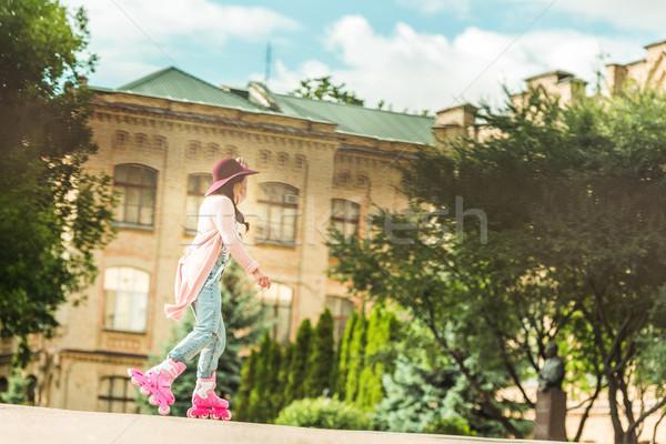 Elegancki dziewczyna łyżwy widok z boku brunetka jazda konna Zdjęcia stock © LightFieldStudios