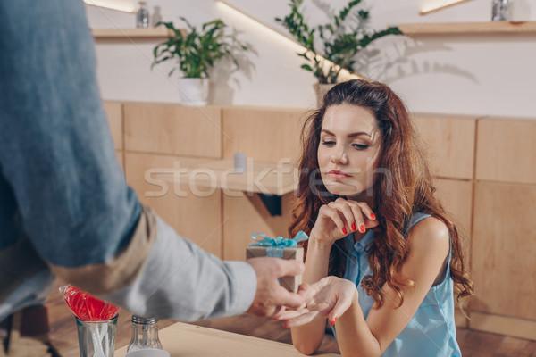 Homme cadeau petite amie vue date Photo stock © LightFieldStudios