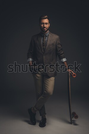 Man bretels glimlachend jonge man pak Stockfoto © LightFieldStudios