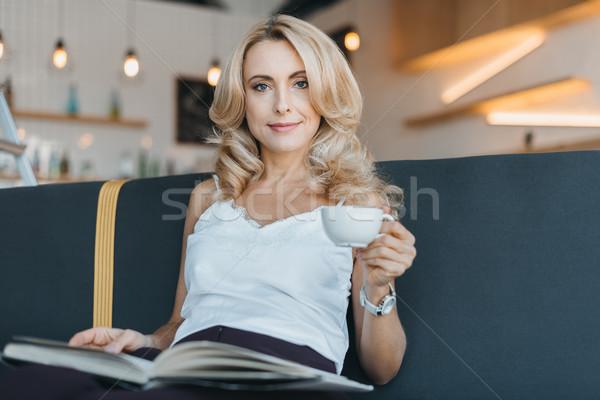 Stock fotó: Nő · olvas · könyv · kávézó · gyönyörű · szőke · nő