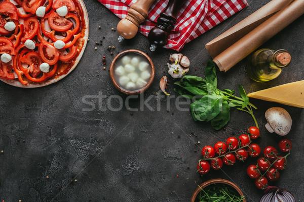 先頭 表示 生 ピザ 材料 具体的な ストックフォト © LightFieldStudios